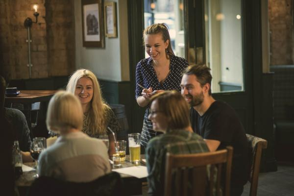 3 ESSENTIAL SKILLS THAT MAKE YOUR FRONT OF HOUSE STAFF THE BEST AROUND - how to run a pub with Greene King